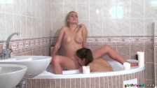 SexyHub – Miky Love and Daisy Lee are sharing a bubble bath